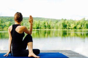 yoga is een manier om dieper gelegen stress te verminderen